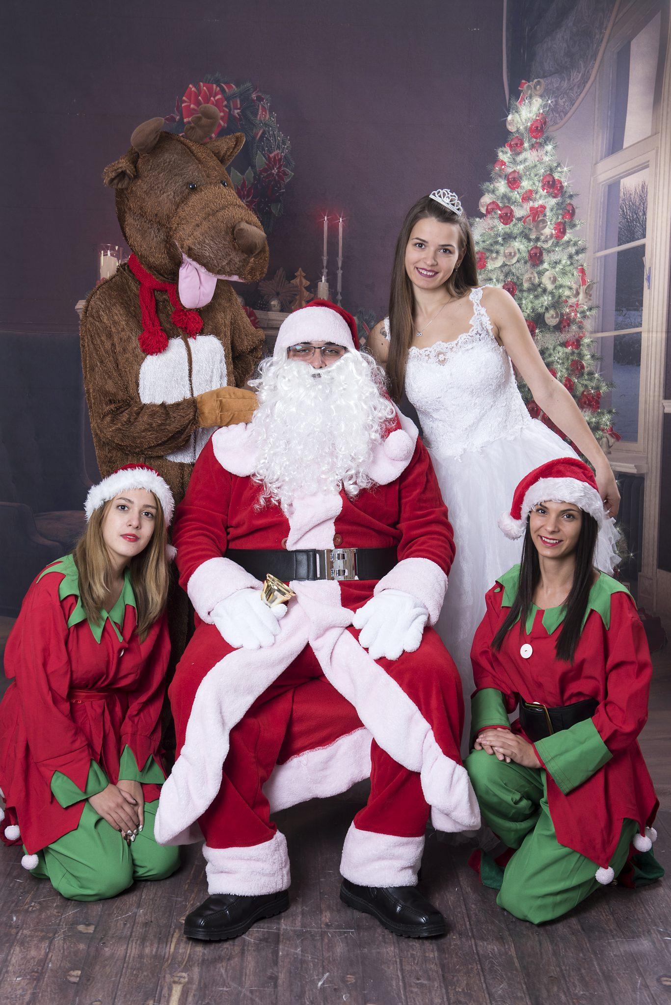 Ако искате коледния дух да оживее и във вашия дом ,поканете Дядо Коледа и Снежанка . Предлагаме посещения ,както и Коледни програми във вкъщи , детската градина , заведения ,детски център , училище ,хотели , фирмени партита или където пожелаете !!!