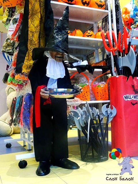 Парти аксесоари : маски , перуки,зъби,изкуствена кръв ,костюми,балони и много други аксесоари за най-страховития празник Хелоуин ,ще откриете в парти магазин Слон- Балон .