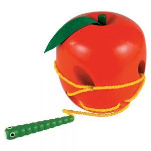 Дървена ябълка и червейче за шиене