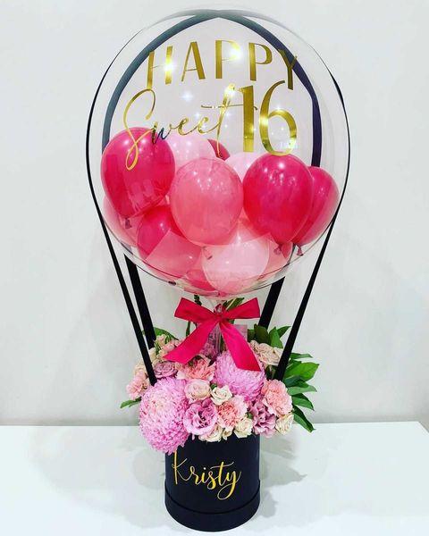 Искате да изненадате скъп за вас човек… Няма по страхотна комбинация от празничен балон с индивидуален надпис и цветя. Изберете любим цвят, а останалото оставете на нас!